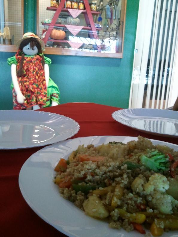 bio mercato belém estação das docas prato vegetariano quino com legumes