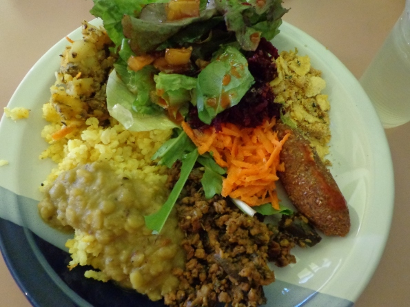 Delicioso e diversificado prato vegan no Balarama