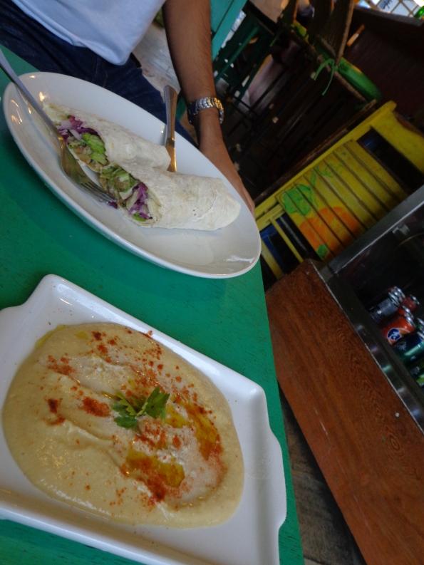 Kebab de falafel e hummus no Istambul